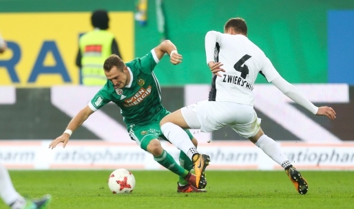 VIENNA,AUSTRIA,28.OCT.17 - SOCCER - tipico Bundesliga, SK Rapid Wien vs FC Admira Wacker Moedling. Image shows Veton Berisha (Rapid) and Stephan Zwierschitz (Admira). Keywords: Wien Energie. Photo: GEPA pictures/ Philipp Brem