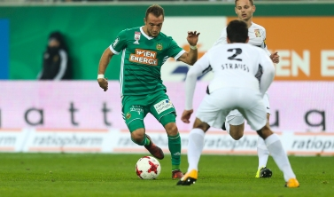 VIENNA,AUSTRIA,28.OCT.17 - SOCCER - tipico Bundesliga, SK Rapid Wien vs FC Admira Wacker Moedling. Image shows Veton Berisha (Rapid) and Fabio Strauss (Admira). Keywords: Wien Energie. Photo: GEPA pictures/ Philipp Brem